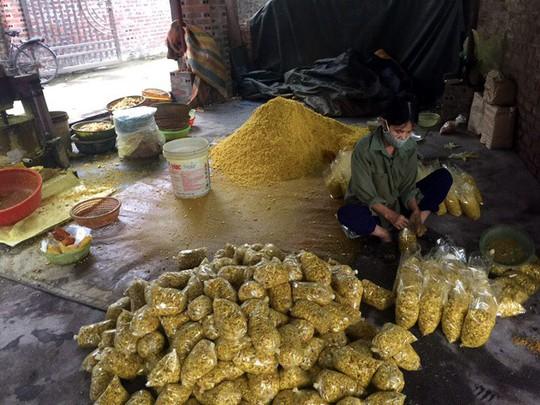 Hải Dương: Phát hiện cơ sở trộn lưu huỳnh vào củ riềng xay nhỏ bán ra chợ - Ảnh 2.