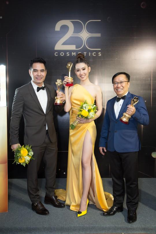 Son môi 2BE - Chinh phục sự khó tính của các hoa hậu, người đẹp Việt - Ảnh 3.