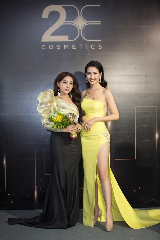Son môi 2BE - Chinh phục sự khó tính của các hoa hậu, người đẹp Việt - Ảnh 1.