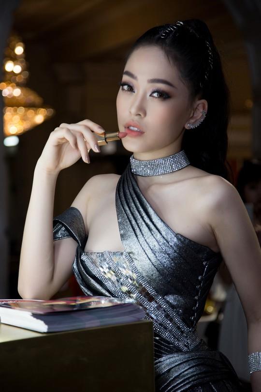 Son môi 2BE - Chinh phục sự khó tính của các hoa hậu, người đẹp Việt - Ảnh 5.