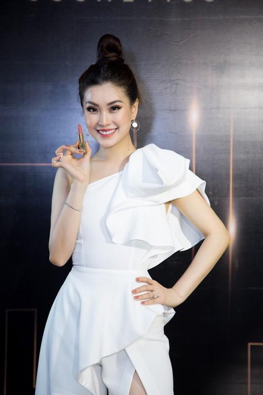 Son môi 2BE - Chinh phục sự khó tính của các hoa hậu, người đẹp Việt - Ảnh 4.