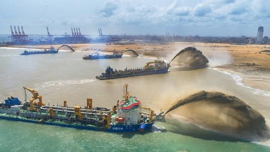 Trung Quốc lấn biển để xây thành phố cảng 1,4 tỉ USD ở Sri Lanka - Ảnh 2.