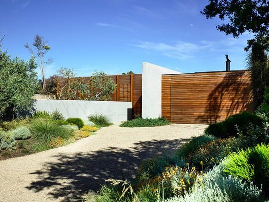 Ngôi nhà tuyệt đẹp kết hợp giữa bê tông và gỗ - Ảnh 1.