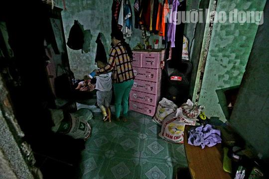 Vợ chồng chết dưới bánh container, 3 trẻ chơi vơi trong đêm đầu thiếu hơi cha mẹ - Ảnh 3.