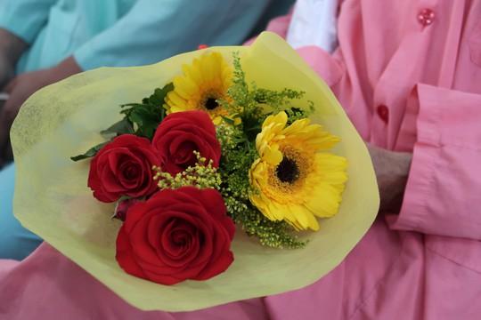 Bệnh nhân xúc động trong ngày chủ nhật chia sẻ yêu thương - Ảnh 7.