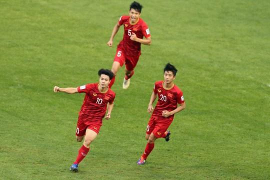 Ngân hàng đồng loạt thưởng nóng cho đội tuyển Việt Nam sau khi thắng Jordan - Ảnh 1.