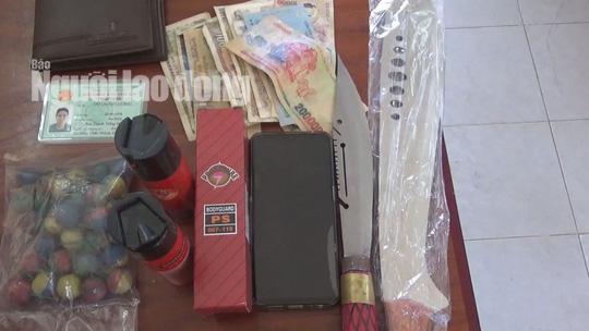 Thanh niên 21 tuổi lên Facebook săn vũ khí, vật liệu nổ bán kiếm lời - Ảnh 2.