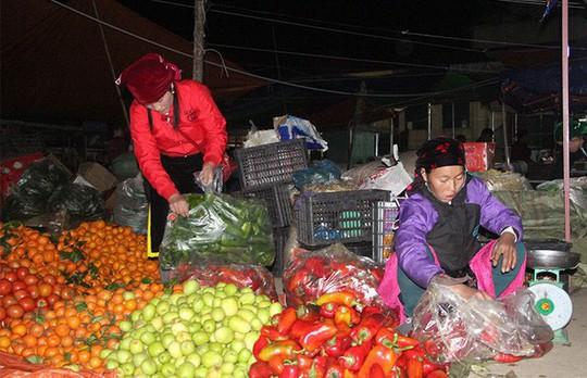 Độc đáo chợ phiên Đồng Văn ngày cuối tuần - Ảnh 1.