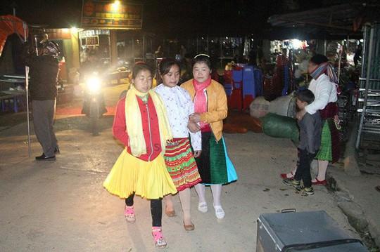 Độc đáo chợ phiên Đồng Văn ngày cuối tuần - Ảnh 3.