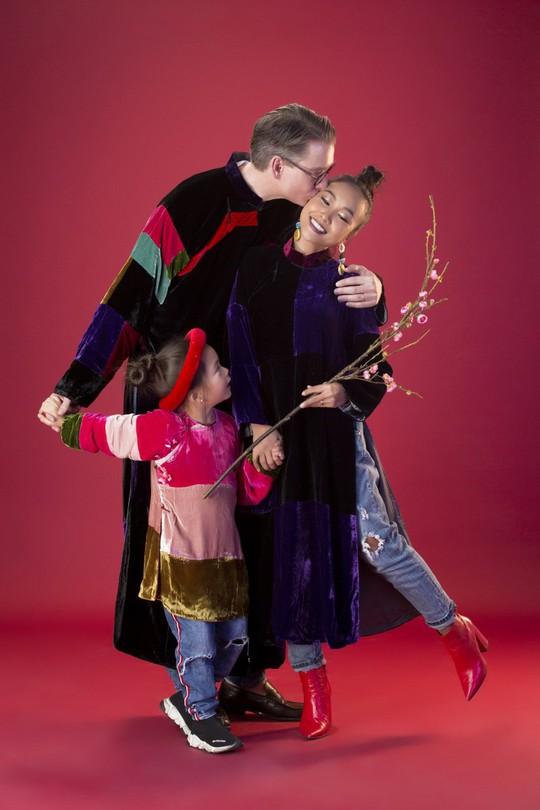 Gia đình Đoan Trang xúng xính áo dài Tết - Ảnh 3.