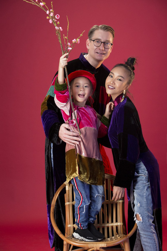 Gia đình Đoan Trang xúng xính áo dài Tết - Ảnh 4.