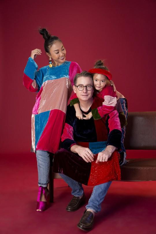 Gia đình Đoan Trang xúng xính áo dài Tết - Ảnh 5.