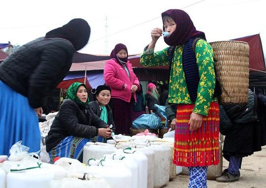 Độc đáo chợ phiên Đồng Văn ngày cuối tuần - Ảnh 7.
