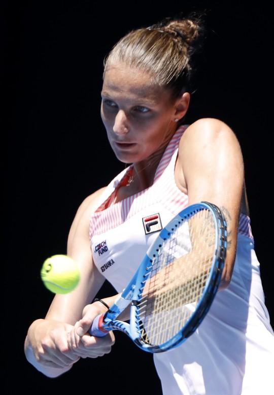 Vấp ngã phút cuối, Serena Williams bị loại ở tứ kết - Ảnh 3.