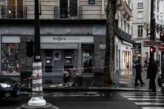 Pháp: Thong dong vét sạch 30 két tiền cách dinh tổng thống 200 m - Ảnh 2.