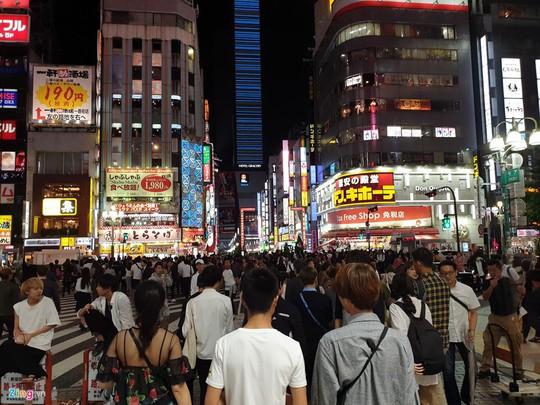 Trò quấy rối tình dục qua iPhone trên tàu điện tại Nhật Bản - Ảnh 2.