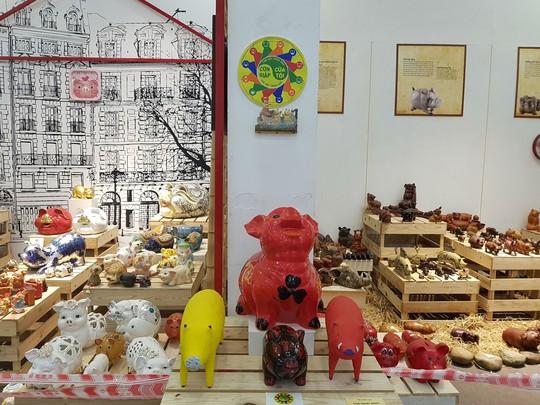 Ngắm 2.000 con 'lợn sung túc' tại Bảo tàng Phụ nữ Việt Nam - Ảnh 4.