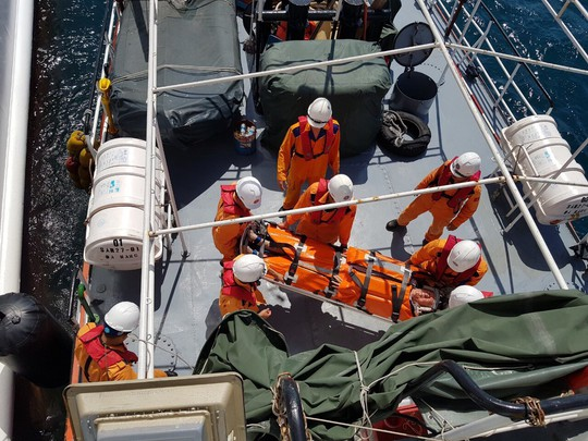 Cấp cứu khẩn du khách Mỹ trên du thuyền quốc tế giữa biển - Ảnh 2.