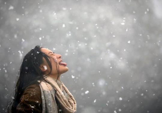 Những khung cảnh mùa đông tuyết phủ trắng xóa đẹp như cổ tích - Ảnh 2.