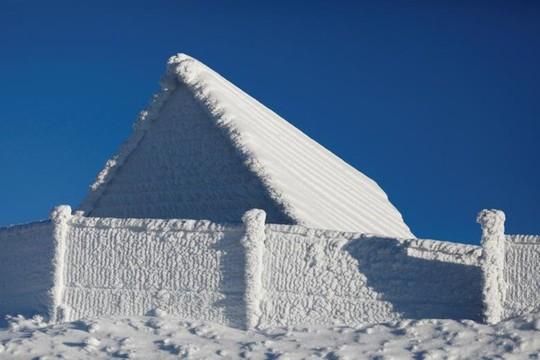 Những khung cảnh mùa đông tuyết phủ trắng xóa đẹp như cổ tích - Ảnh 15.
