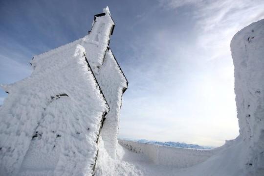 Những khung cảnh mùa đông tuyết phủ trắng xóa đẹp như cổ tích - Ảnh 4.