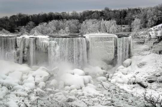 Những khung cảnh mùa đông tuyết phủ trắng xóa đẹp như cổ tích - Ảnh 7.