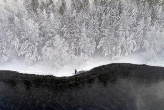 Những khung cảnh mùa đông tuyết phủ trắng xóa đẹp như cổ tích - Ảnh 10.