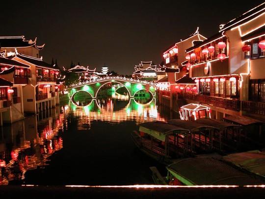 Thăm 7 cổ trấn Trung Quốc ngàn năm tuổi đẹp ngất ngây - Ảnh 3.