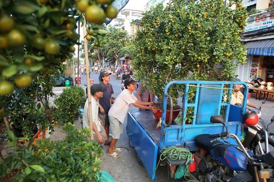 Chợ hoa Tết Bến Bình Đông ngày càng đìu hiu dù cận Tết - Ảnh 5.
