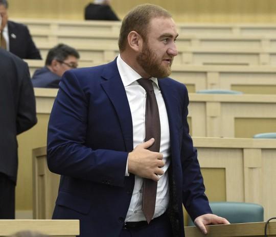 Tình nghi dàn dựng giết người, nghị sĩ Nga bị bắt tại Quốc hội - Ảnh 1.