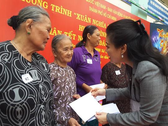 VWS tặng quà Tết cho người nghèo ở Bình Chánh - Ảnh 1.