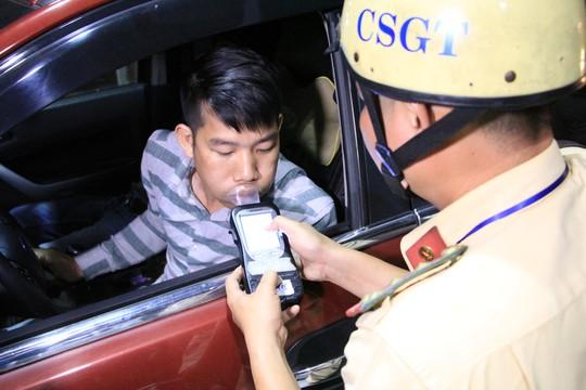 TP HCM: Phát hiện 10 tài xế đang phê khi ôm vô lăng - Ảnh 1.