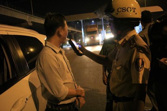 TP HCM: Phát hiện 10 tài xế đang phê khi ôm vô lăng - Ảnh 6.