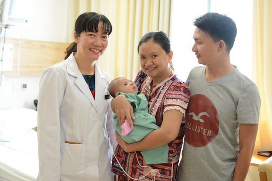 Vinmec Central Park: Thêm một em bé bị bệnh tim phức tạp được tái sinh bằng kỹ thuật mổ tim không đau - Ảnh 3.