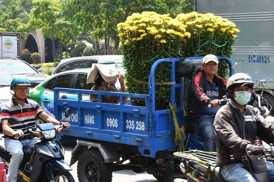 Chợ hoa Tết Bến Bình Đông ngày càng đìu hiu dù cận Tết - Ảnh 16.