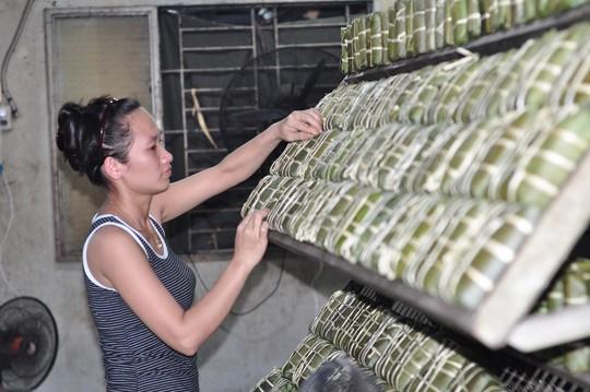 Làng bánh chưng mỗi ngày xuất hàng chục tấn ở Đồng Nai - Ảnh 11.