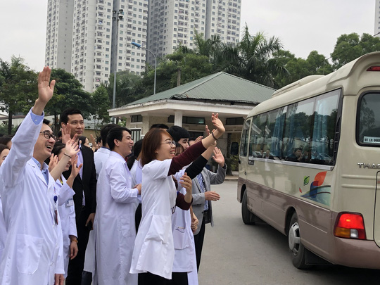 Bệnh nhân và bác sĩ song ca trước khi lên chuyến xe yêu thương về ăn Tết - Ảnh 30.