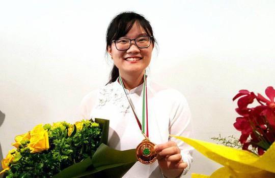 Giáo dục Việt Nam bước qua một năm sóng gió - Ảnh 3.
