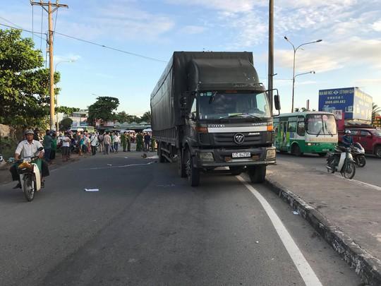Thai phụ tử vong thương tâm dưới gầm xe tải ở ngã tư Bình Phước - Ảnh 1.