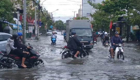 Bạc Liêu, Cà Mau ngập kỷ lục do ảnh hưởng bão số 1 - Ảnh 10.