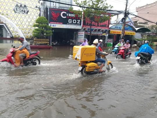 Bạc Liêu, Cà Mau ngập kỷ lục do ảnh hưởng bão số 1 - Ảnh 12.