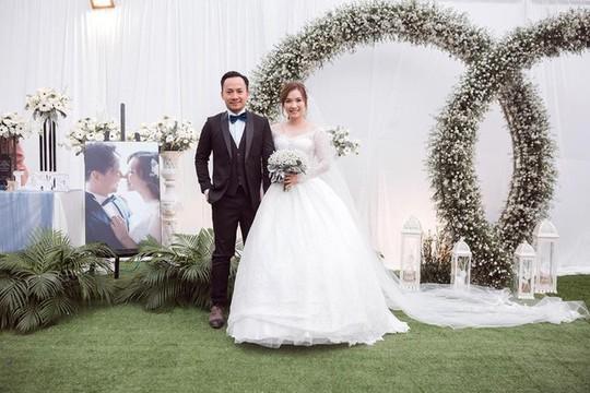 Tiến Đạt cưới vợ, Hari Won khen: Quá đẹp đôi! - Ảnh 3.