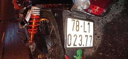 Va chạm với xe đầu kéo, một nam thanh niên chết thảm - Ảnh 2.
