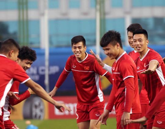 Tuyển Việt Nam cười như hoa trong buổi tập đầu tiên ở UAE - Ảnh 3.