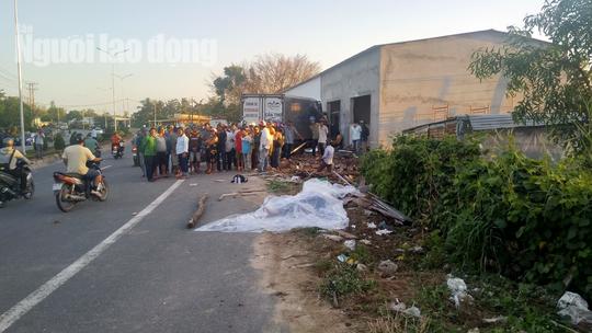 Xe tải từ Cần Thơ ra đảo Phú Quốc cán chết 2 người đi xe máy - Ảnh 2.
