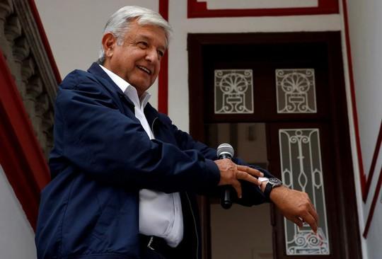 Tân tổng thống Mexico nghèo nhưng hãy nhìn vợ ông ấy... - Ảnh 1.