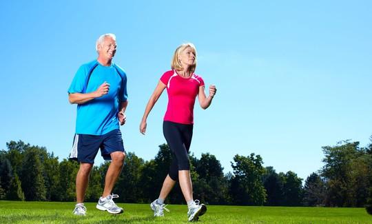 Người bị bệnh xương khớp có nên tập thể dục? - Ảnh 2.