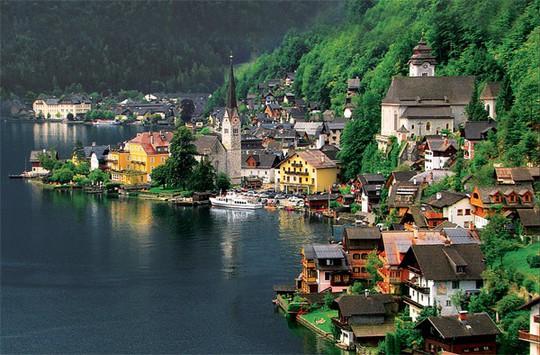 Ngắm nhìn vẻ đẹp tựa thiên đường của thị trấn bên hồ Hallstatt - Ảnh 1.