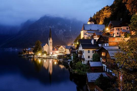Ngắm nhìn vẻ đẹp tựa thiên đường của thị trấn bên hồ Hallstatt - Ảnh 2.