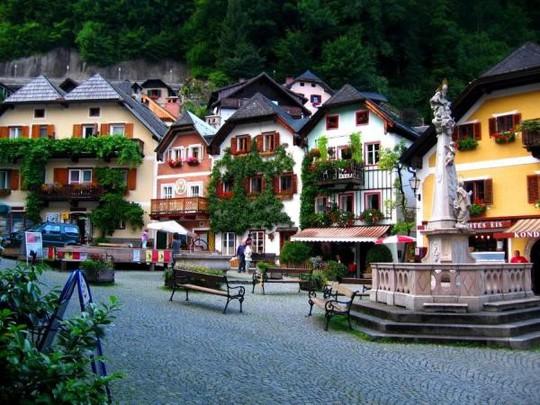 Ngắm nhìn vẻ đẹp tựa thiên đường của thị trấn bên hồ Hallstatt - Ảnh 3.